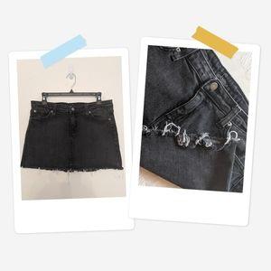URBAN OUTFITTERS - Denim Black Frayed Mini Skirt